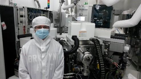 Antoine, autiste d'Asperger, découvre 10 laboratoires du CEA Grenoble
